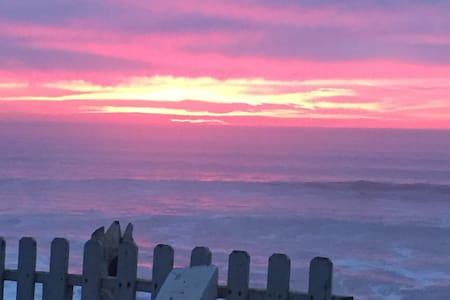 Listen to the waves as you fall asleep in OB Apt - San Diego - Lakás