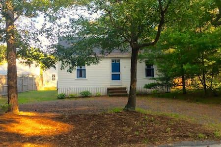 Manomet Beach Vintage Cottage - Plymouth - Blockhütte