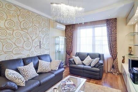 2 комнатная + авто - Melitopol' - Квартира