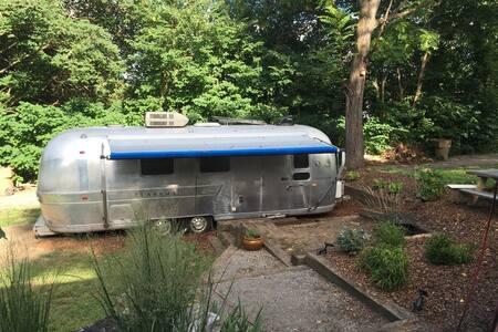 Retro 1970s Airstream in Hip East Nashville - Nashville - Camping-car/caravane