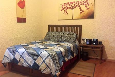 Quiet room in Bosque de La Primavera, Guadalajara - Hus