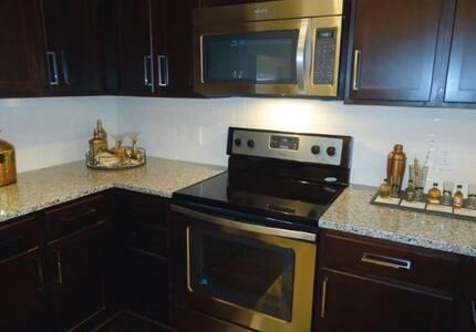 Room with private bathroom!!! - Atlanta - Apartment