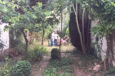 Double room w/ garden, central area - Etterbeek - House