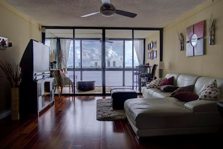 Beautiful penthouse on the water! - Lake Park - Apartament