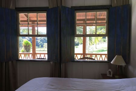 Linda casa colonial em Chácara