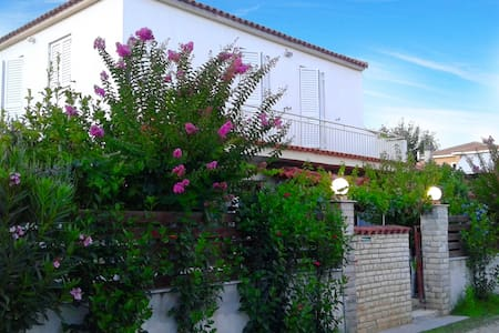 VILLA MAROULA • 80m from the beach - Kourouta