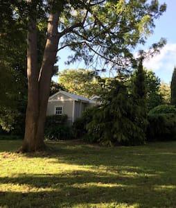 Kookaburra Cottage Garden Retreat - Red Hill South