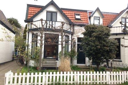 Mooi huis in Muiderberg bij IJmeer - Ház