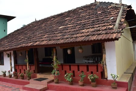 Highway89 Guest House Coorg - Ponnampet - Casa