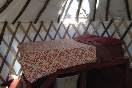 4 season Upper Yurt Stay on a VT Small Farm - Randolph - Yurt