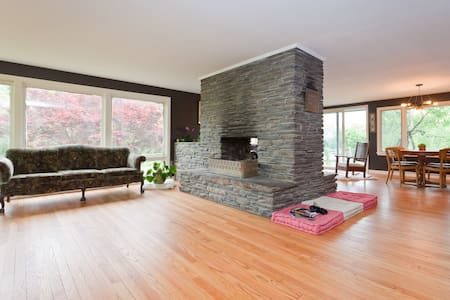 Mid Century Farm House R&R - Windham - Casa