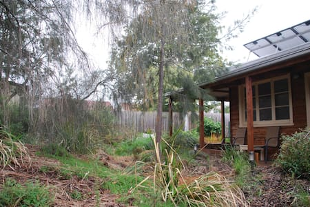 """Sheoaks"",  private and peaceful - Alphington - Bungalow"