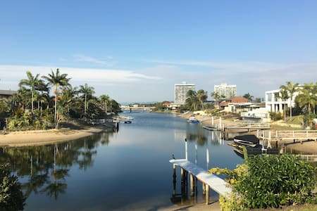 Big Waterfront View Room with Own Bathroom - Broadbeach Waters - House