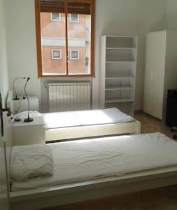 Ampia e luminosa stanza Firenze Gavinana - Florencia - Apartamento