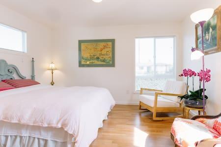 Studio:Your Own space15min-Monterey