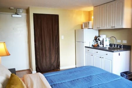 510 KING bed w/ Updated Kitchenette - Honolulu - Apartment