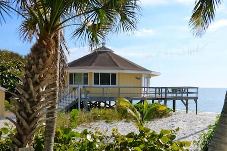 The Round House:  Tropical Island Beach Bungalow! - Placida