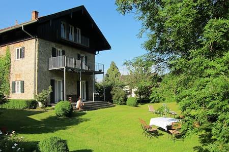 Dachgeschosswohnung in altem Bauernhaus - Apartament