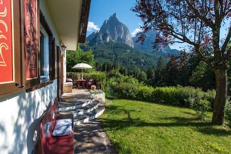 Chalet Adriana in Seis im Herzen der Dolomiten - Villa