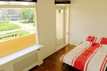 Spacious light room+private balcony - Appartement