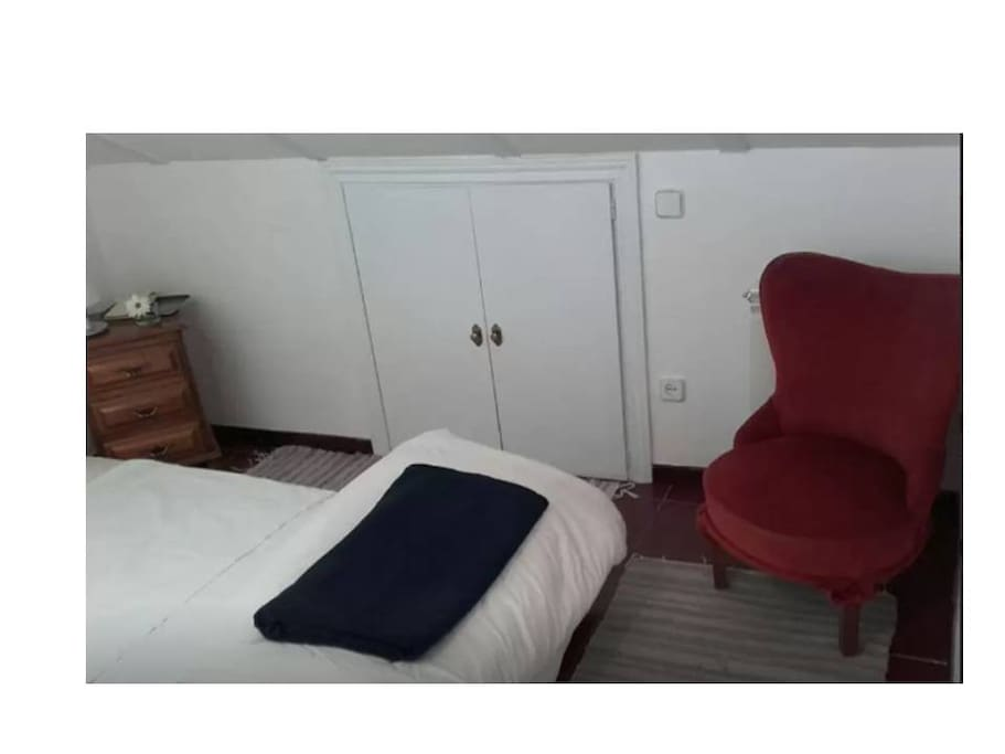 Habitación con mueble de estilo