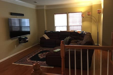 Two Story Townhome in fairfax, VA - Fairfax - House
