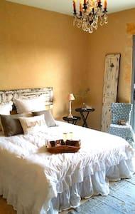 Chambre romantique avec belle vue - Castillon-du-Gard