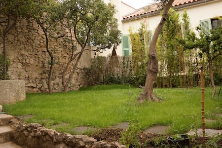 Studio Roucas Blanc avec terrasse - Huoneisto