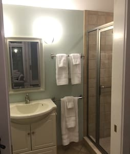 Bright & Private Suite-1 house away from stadium - Annapolis - Casa
