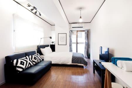 Beside Osaka Castle!Modern style house easy access - Appartamento