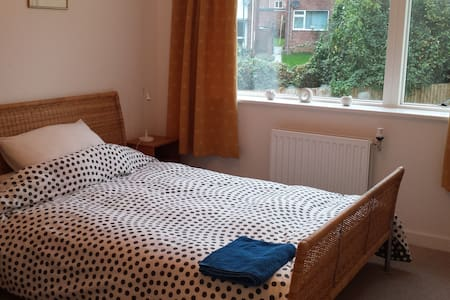 Single/Dble room, with en-suite, in the Cotswolds. - Stroud - Hus