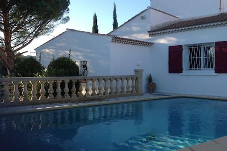 Villa avec piscine joliment arborée - Lédenon - Villa