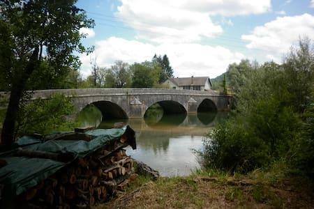 Jolie Campagne / Tourisme Jura . - Pont-du-Navoy - Wohnung