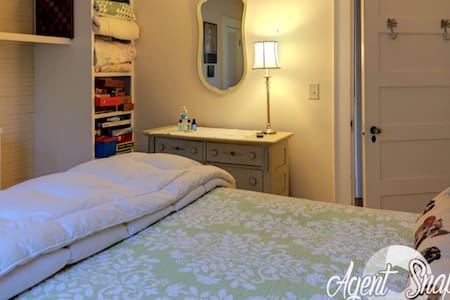 Second Floor Double Bedrooms - Georgetown - Bed & Breakfast