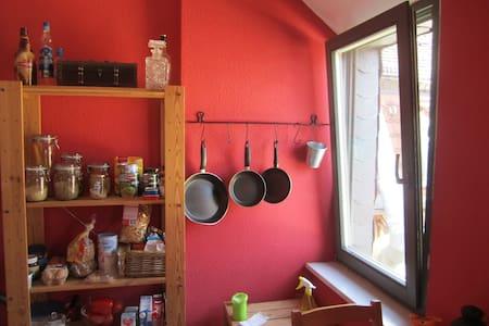 Gemütliche Maisonettewohnung // Cozy apartment - 德累斯顿 - 公寓