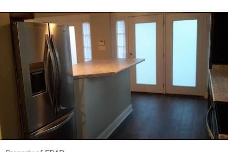 Modern Loft with King Bed, and Full Sleeper Sofa - Fayetteville - Loft