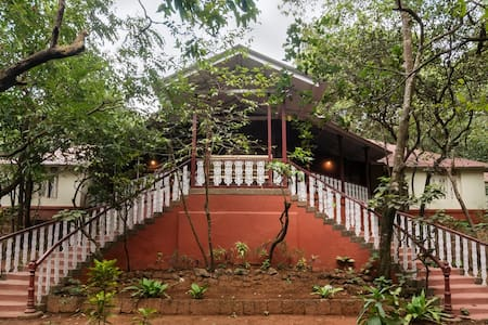 Parsi Manor at Matheran, Deluxe Room - Bungalow