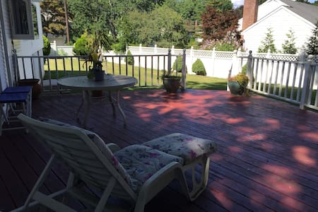 Private bedroom(s) with private bathroom - Scarsdale - House
