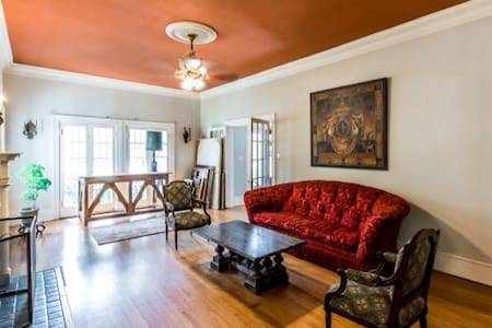 Historic Villa sleeps 6-12 - Shreveport