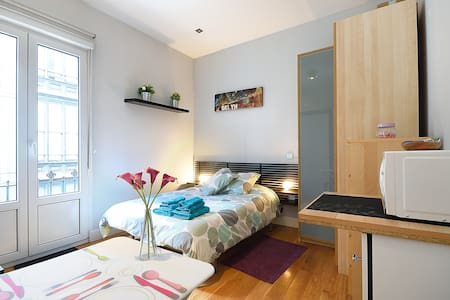 Estudio luminoso y céntrico - Apartament