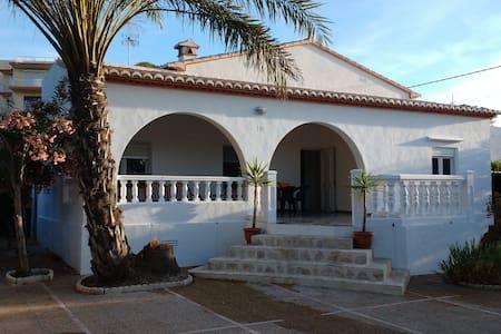 Casa recién reformada a 1 minuto del mar - Jávea