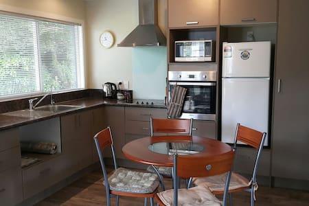 Tui Rest: Private & Self-contained - Rotorua - Apartment