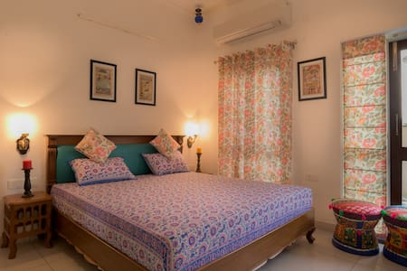 Live near The Taj Mahal - Villa