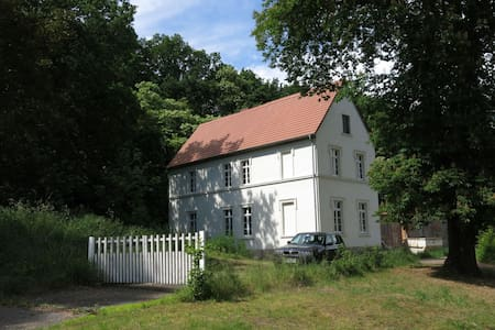 Historisches Gutshaus mit eigenem Bootshaus - Haus