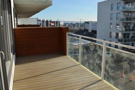 FORNEBU:Modern apartment w/balcony.Short/long term - Bærum
