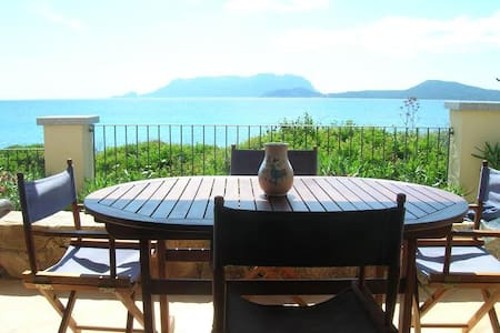 House ON THE SEA with STUNNING view - Pittulongu - Appartement