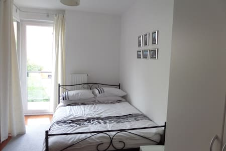 Double bedroom w/ private bathroom in modern flat - Appartement