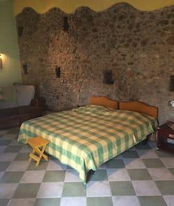 grande suite dans maison de village - Vilajuïga - Casa de hóspedes