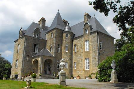 Château de Montbrault - Fleurigné