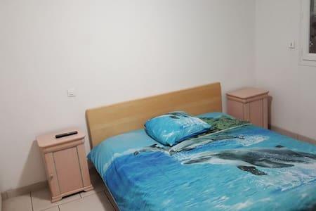 chambre double privé a louer 1/2 - Hus